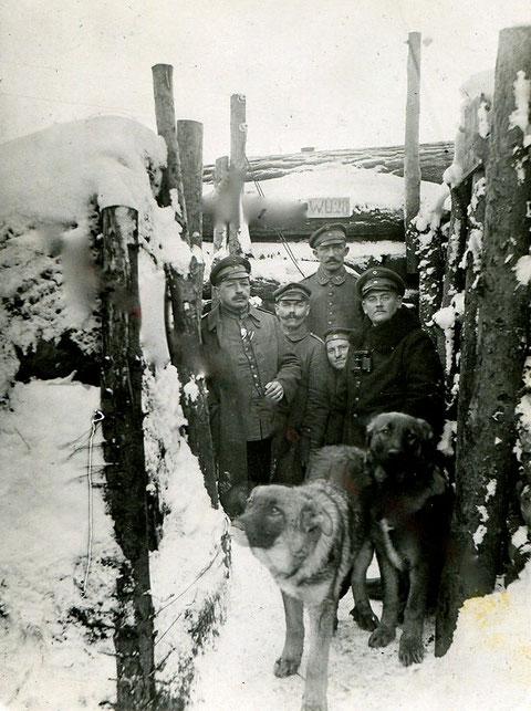 Bat. Schweinfurt im Winter 1917/1918 Russland; In Stellung der 4. Komp. am Serwez Fluß Ltn. Schmidt + Meier