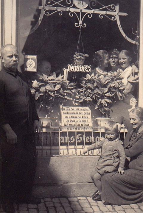 links Hans Stengel - der nationale Wahn erfasste sogar die Lebensmittelgeschäfte.....
