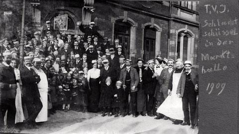 Markthalle Schweinfurt 1909 - TV Jahn feiert Schlachtschüssel