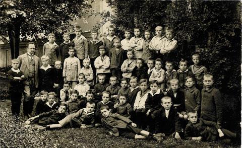 unbekannte Schulklasse 1922, Lehrer Hoffmann?