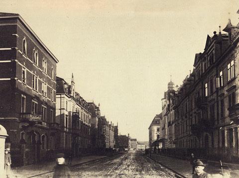 links der Schillerhof in der Luitpoldstraße