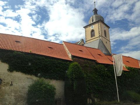 Kirche in Gochsheim hinter der Gadenmauer - 2013