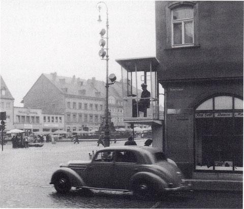 Die Polizeikanzel wurde 1953 an Rückert's Geburtshaus installiert