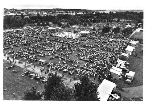 Wiesenfest auf den SKF Erholungsanlagen am Sennfelder See. 1962. Bild © SKF Group