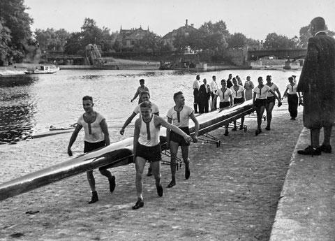 1941 - Im Hintergrund die Wehr und die Maxbrücke