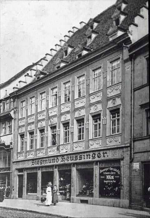 Spitalstraße 9 - Schuhwarengeschäft Siegmund Heussinger - um 1905