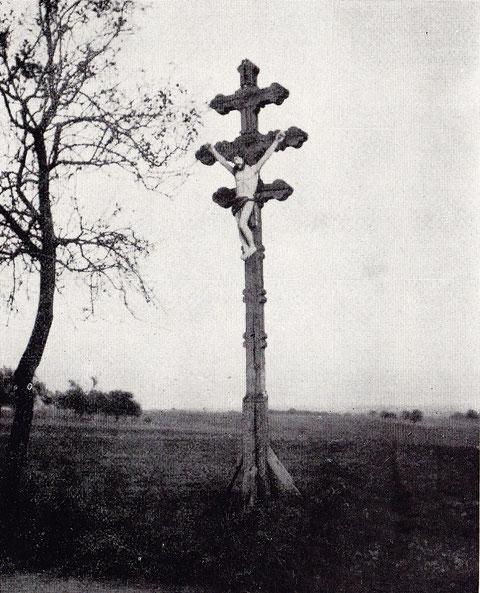 Holzkreuz an der Straße nach Marktsteinach (Aufnahme 1911)