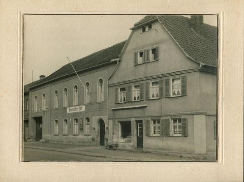 rechts davon die Metzgerei Franz Hehn