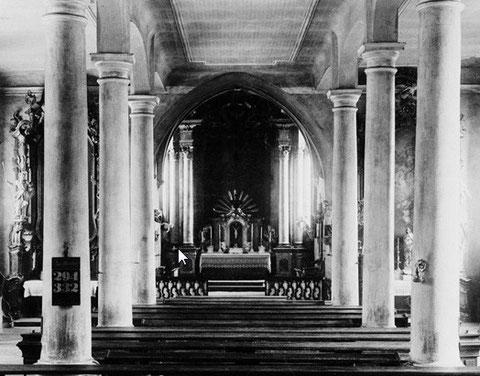 Inneres der ehemaligen Hl.-Geist-Kirche (Spitalkirche) mit Hochaltar aus dem aufgehobenen Kloster St. Afra in Würzburg