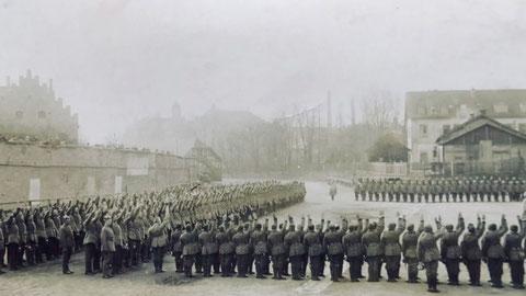 unbekannte Zeit - vielleicht um 1910 - links mit den Zinnen das alte Gefängnis