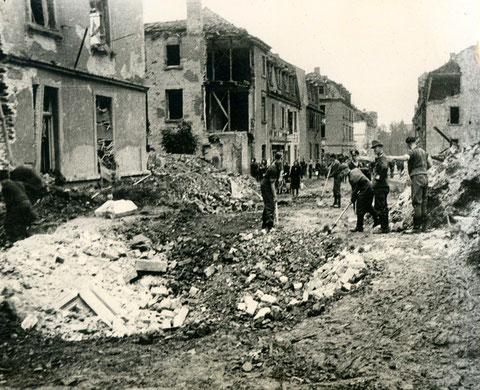 Aufräumarbeiten in der Theresienstraße