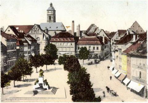 Der Marktplatz um 1905