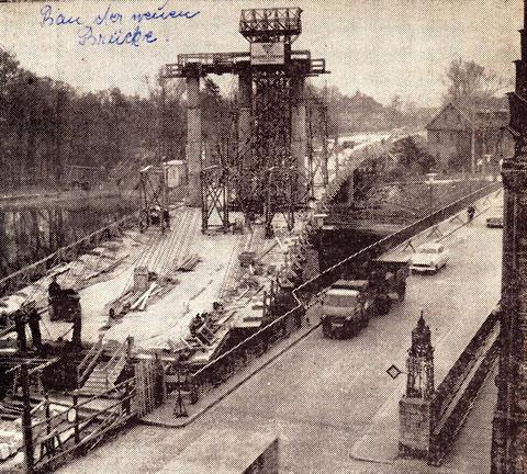 Der Bau der neuen Maxbrücke - Am 11. Mai 1960 um 14:43 Uhr gab der damalige Oberbürgermeister Georg Wichtermann nach zwei Jahren Bauzeit das Signal zur Öffnung der Sperrschranken