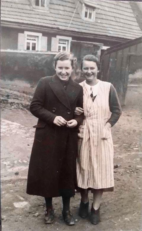 rechts Frieda Weigand