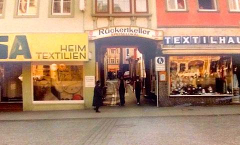 """Marktplatzwestseite mit Eingang """"Stadtknechtsgasse"""" - Danke an Mike Lonewolf"""