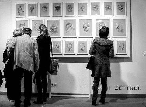 Szenen von der Eröffnung der Ausstellung Ladies First in der Halle Altes Rathaus Foto: Martina Müller