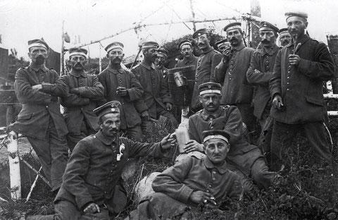 Russland, August 1917, Bat. Schweinfurt, im Dorf Dolginowa – 2. Kompanie (Namen auf der Rückseite)