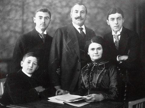 Christian Rösch, Gründer des Bavaria-Kino in Schweinfurt mit seiner Familie.