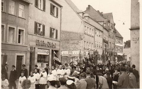 Blick vom Roßmarkt in die Wolfsgasse im Jahr 1953, links Elekro-Dietzel Wolfsgasse 9 - Danke an Hilde Müller