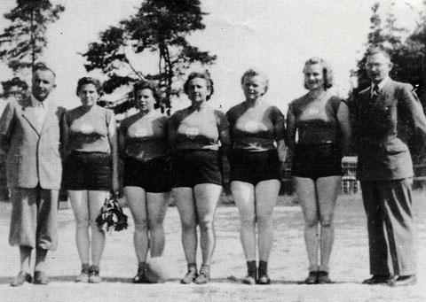 Bayr. Meister 1951 Faustball v.l. Maier, Sterzinger, Sauerteig, Hauck, Henkel, Kupfer, Eckert Gg