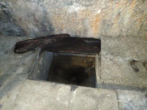 Der Brunnen am Ende des Kellergewölbes