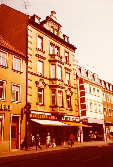 Kronen-Apotheke und Bäckerei Faust mit Brillen-Voigt und Arendt
