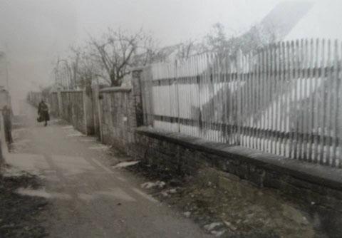 Finkenweg mit Resten der Dorfmauer