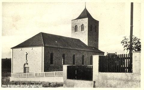 Die katholische Kirche. Grundsteinlegung 11. 10. 1931. Einweihung 02. 10. 1932. Foto vermutlich Ende  1932