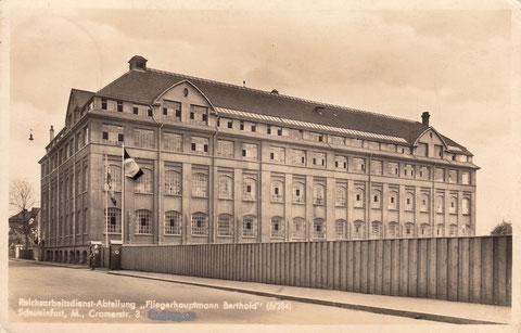 Cramerstraße 3 - die ehemalige Schuhfabrik Heimann. 1932 erfolgte die Liquidation. Die leeren Fabrikhallen bezog die Abteilung Fliegerhauptmann Berthold. Das Gebäude wurde bei Bombenangriffen zerstört.