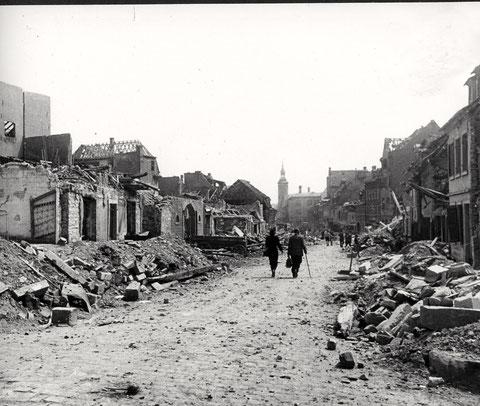 Wolfsgasse mit Blickrichtung Roßmarkt, im Hintergrund Bauschenturm