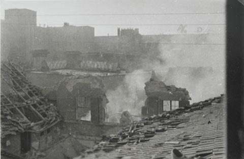 Saalbau Götz nach einem Bombenangriff im Zweiten Weltkrieg - Im Hintergrund Fichtel & Sachs-Werke Danke an Thomas Horling