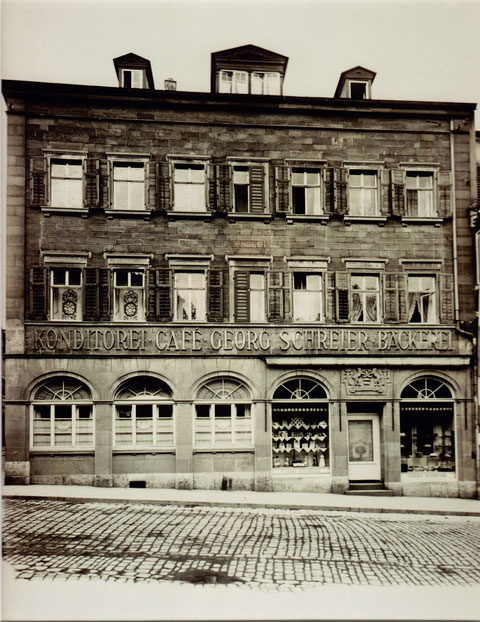 Die neu fertiggestellte Fassade 1927