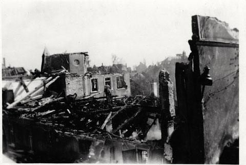 Das zerbombte Lebküchnerhaus in der Neutorstraße, fotografiert von Haus Nr. 2