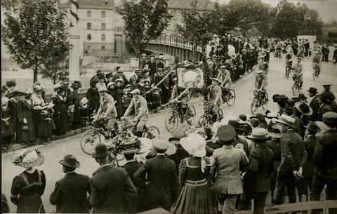 Radfahrverein um 1912 an der Maxbrücke
