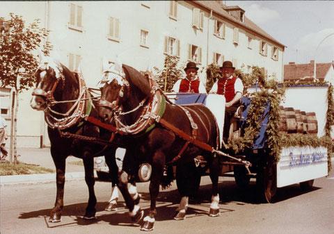 1960 - Volksfestumzug mit Brauhaus-Festwagen