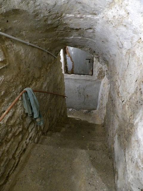 Stufen in das zweite Untergeschoss Treppe 2