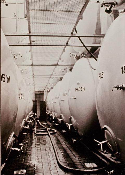 Keller mit 9 Alu-Lager-Tanks