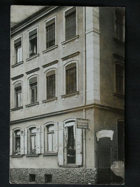 Schrammstraße 10 - Bäckerei und Konditorei Fuchs in der um 1911