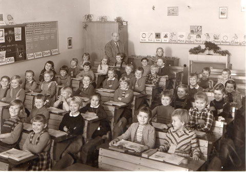1. Klasse Dr. Ludwig-Pfeiffer-Schule 1959 Lehrer Herr Weingarth - danke an Traudl Gortan