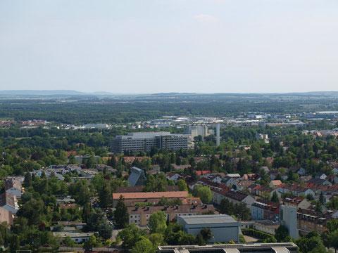 Blick vom SKF-Hochhaus auf das Leopoldina- Krankenhaus und den Schweinfurter Süden