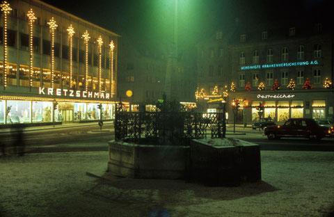 Dezember 1965 - Albrecht-Dürer-Platz weihnachtlich