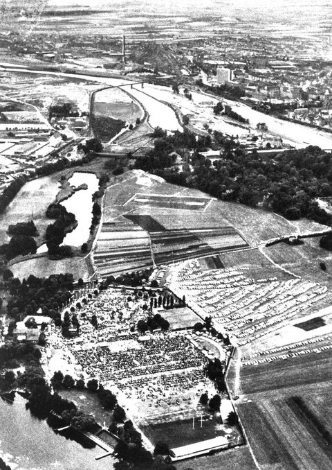 Wiesenfest auf den SKF Erholungsanlagen am Sennfelder See um 1960. Bild © SKF