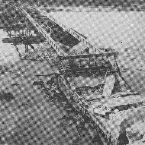 Abbruch und Sprengung der Bergrheinfelder Brücke durch Fa, Hoffritz im Juli 1960