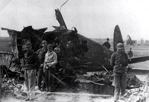 3.schwere 639 in Euerbach - abgeschossene He 111 - im Hintergrund Radargerät Würzburgriese der Luftwaffen-Jagdflugzeug-Leitstelle