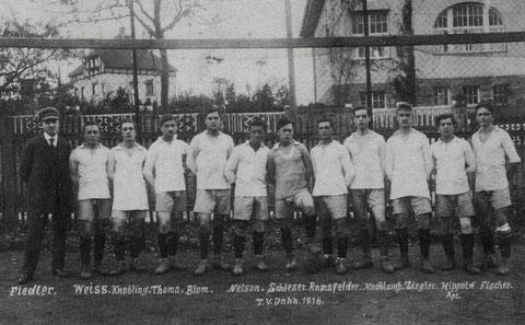 Fußballmannschaft im Jahr 1916