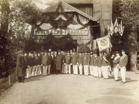 1903 - Besuch beim Ruderclub - S. Kgl. Hoheit der Prinz Ludwig von Bayern im Bootshaus (Mitte: Roloff)