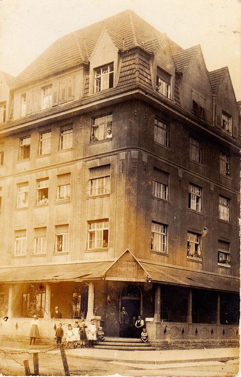 """Restaurant """"Zum Weißen Lamm ca. 1925 - damals geführt von Metzgermeister Hans Stengel - vergrößern!"""