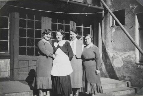 Am Eingang des Saalbaus Anfang der 1930er - Danke an Thomas Horling