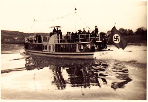 Meedämpferle 1936 - wäre ohne die überflüssige Fahne ein nettes Boot