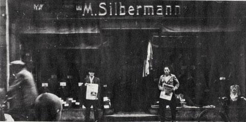 Boykott des jüdischen Kaufmanns Moritz Silbermann, Brückenstraße 16. Derartige Boykotte begannen in Schweinfurt im April 1933. Foto: Stadtarchiv Nürnberg